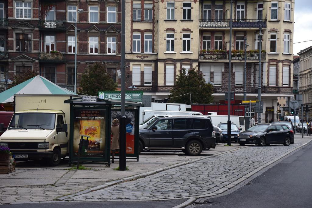 Poznań Plac Bernardyński parkowanie Stare Miasto