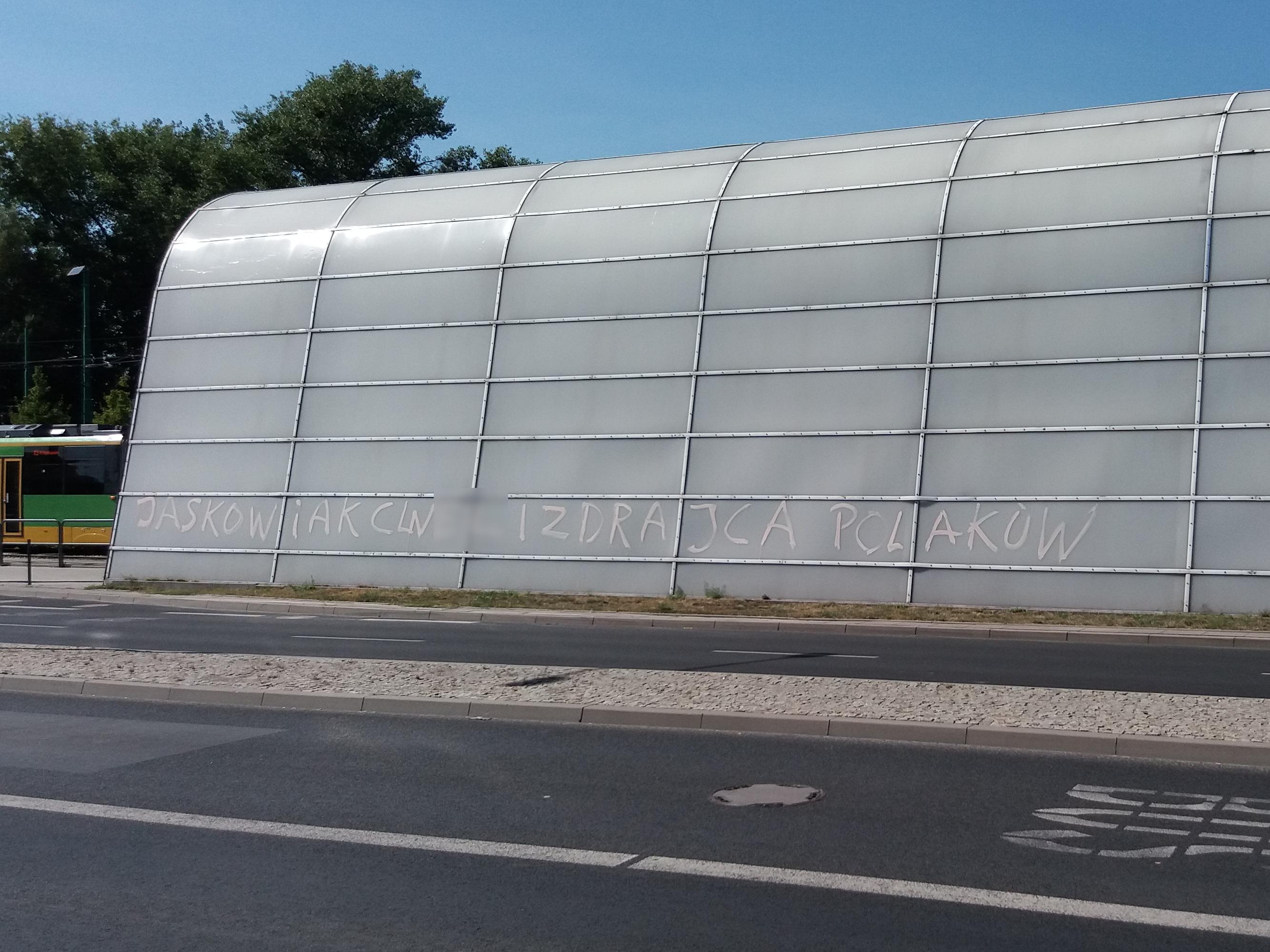 """""""Jaśkowiak cw**"""" – dewastacja pętli na Junikowie"""