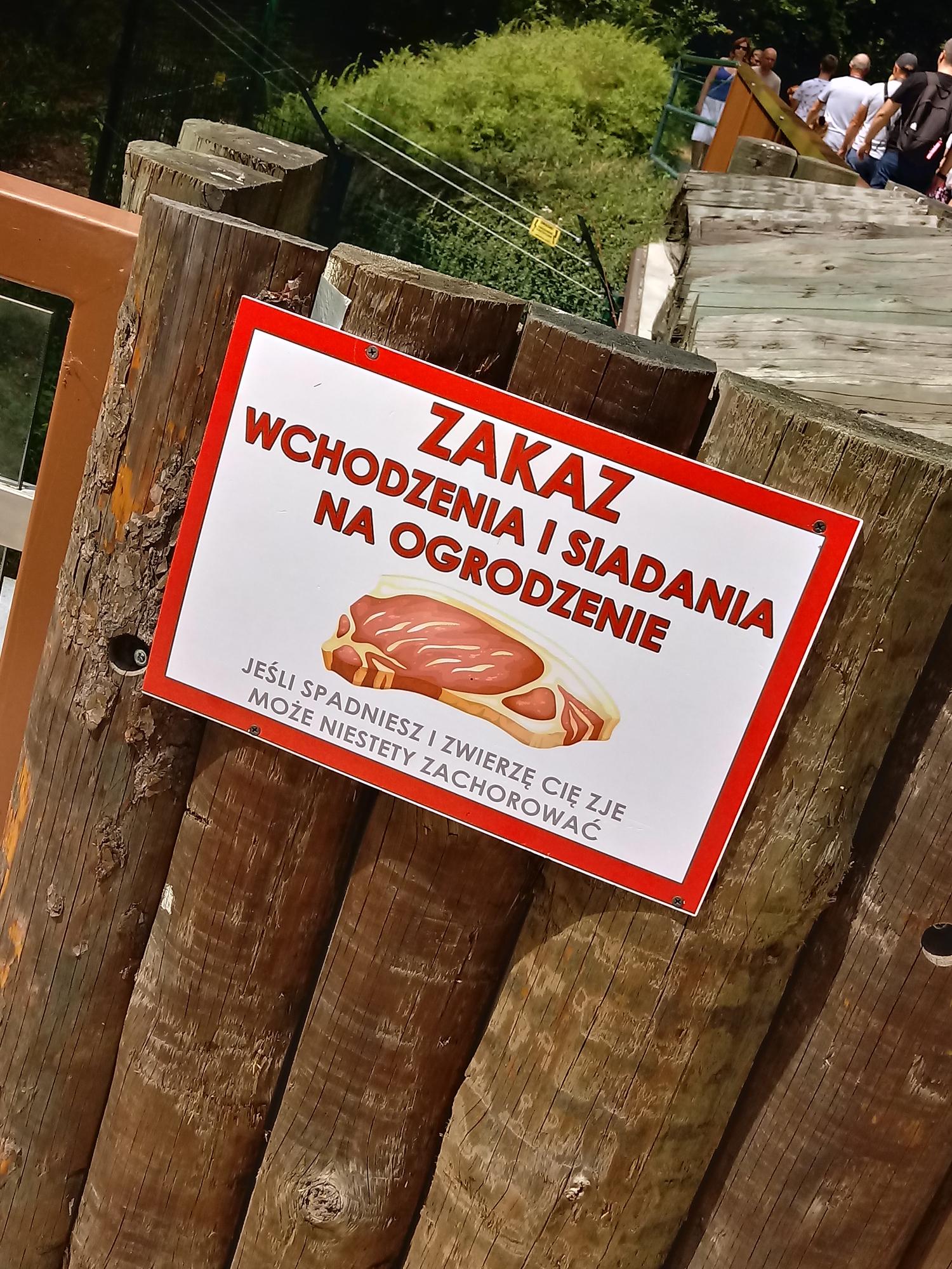 Zoo Poznań z humorem walczy z nieodpowiedzialnymi rodzicami