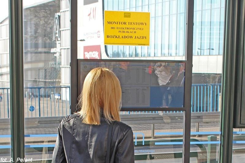Elektroniczny rozkład jazdy MPK Poznań Główny tablica