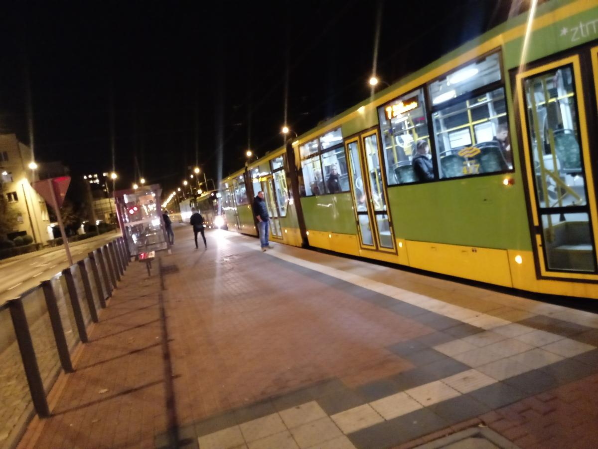 Poznań Dąbrowskiego Żeromskiego skrzyżowanie korki autobus tramwaj 1