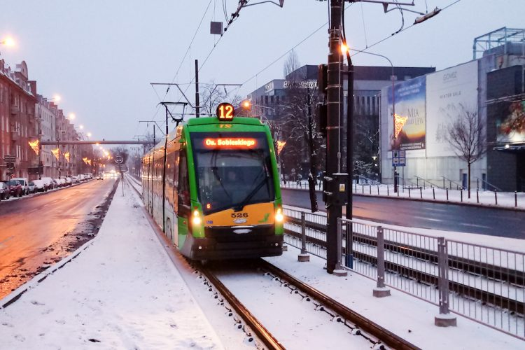 Tramwaj Solaris Poznań śnieg zima