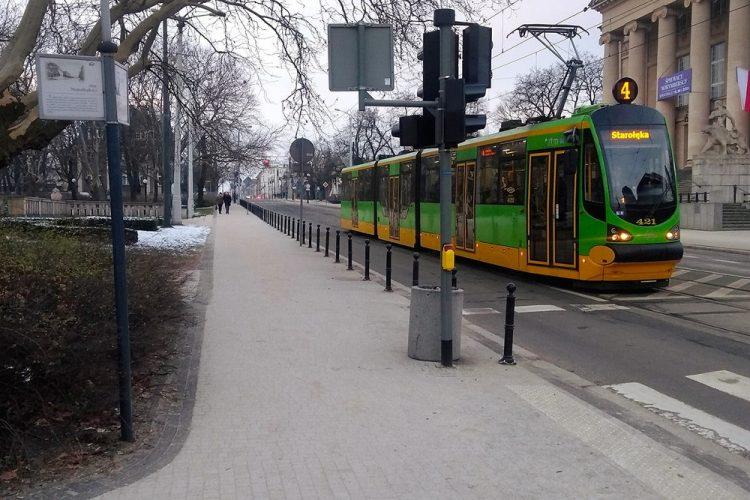 Poznań Fredry Teatr Wielki parkowanie słupki
