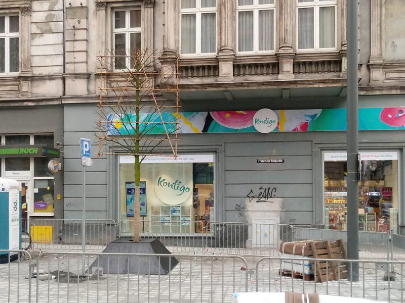 Poznań Projekt Centrum Święty Marcin 12 drzewo kandelabr Ratajczaka