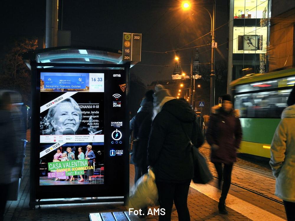 Agencja reklamowa AMS testuje ekrany reklamowe na przystankach [ANKIETA]