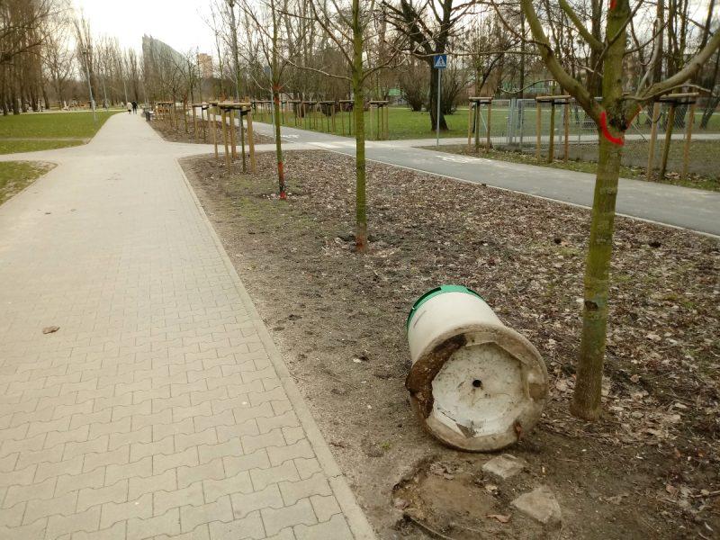 Poznań Park Rataje kosze na śmieci