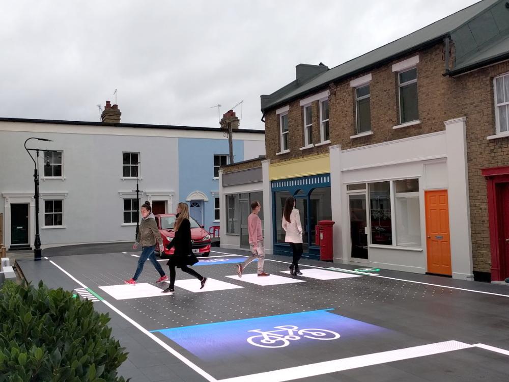 Interaktywne przejście dla pieszych – bajer, czy przyszłość miast? [ANKIETA]