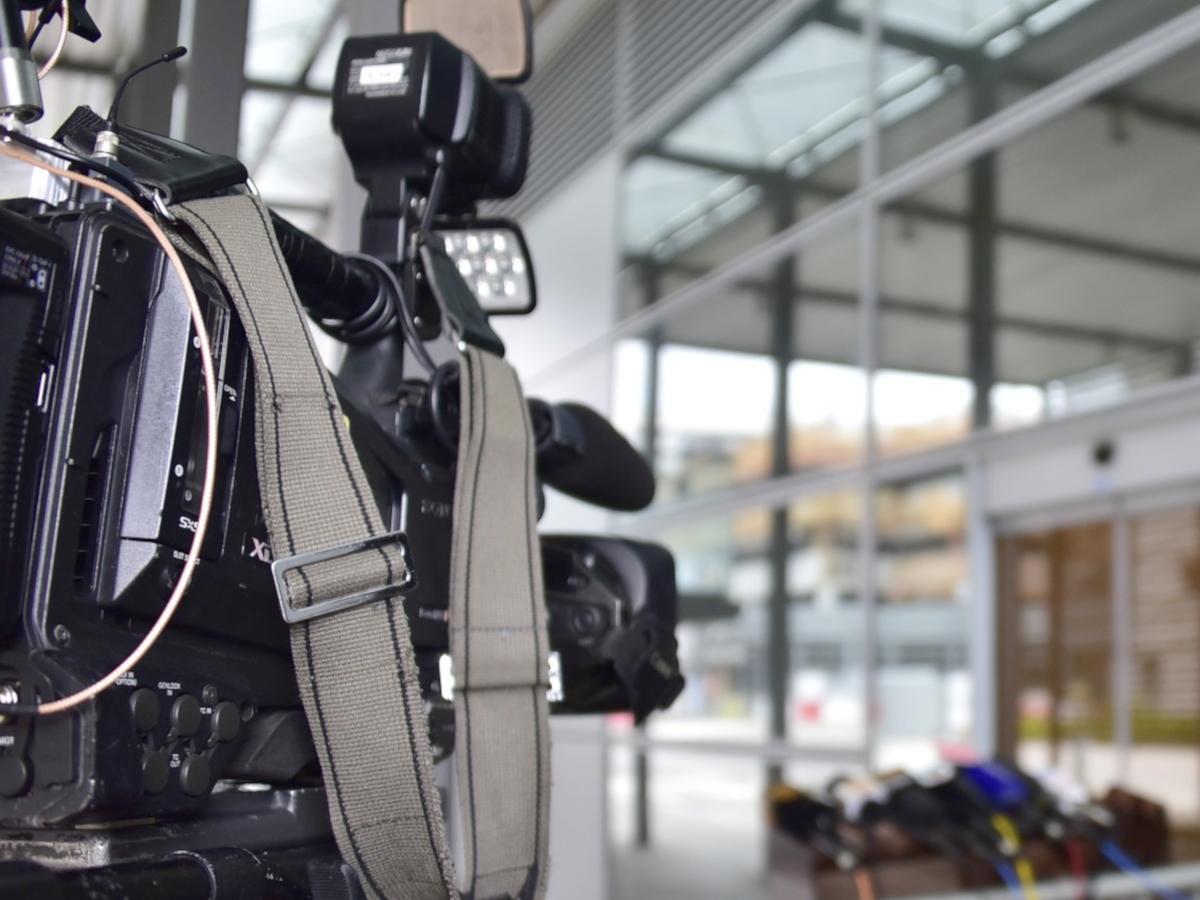 Kierowcy Telewizji Polskiej łamią zasady ruchu drogowego