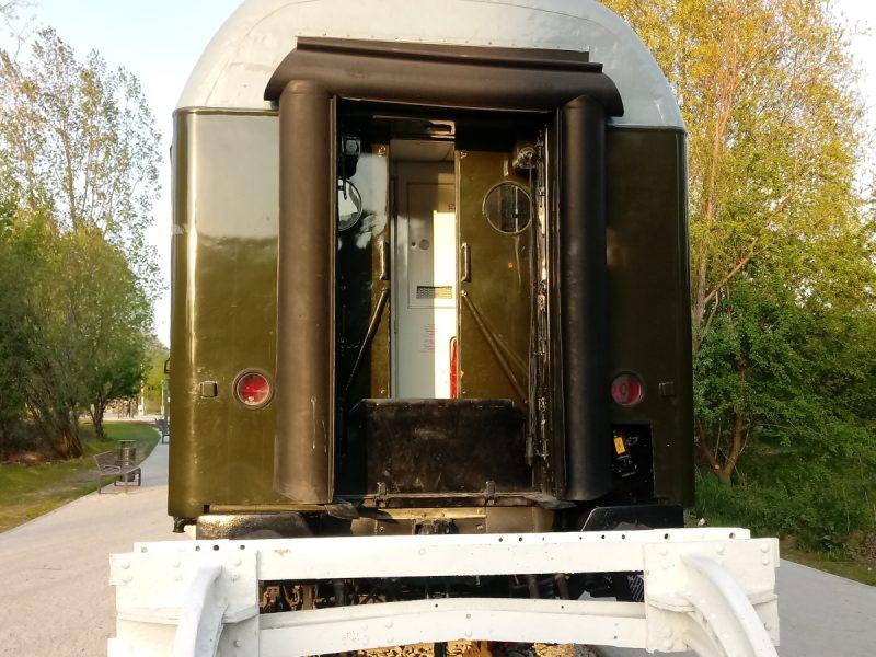 Park Rataje dzień po - zaspawane wejście do wagonu