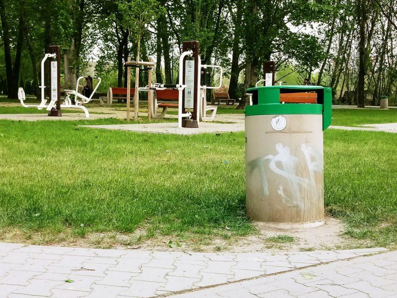 Poznań Park Rataje tagi i bazgroły na koszach
