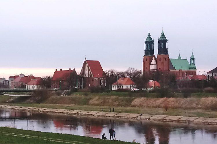 Poznań: Ostrów Tumski, Warta i pochmurna pogoda