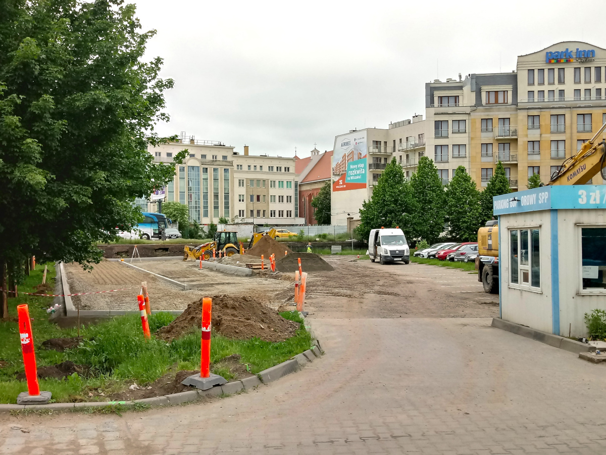 Trwa powiększanie parkingu buforowego na Chwaliszewie [ZDJĘCIA]