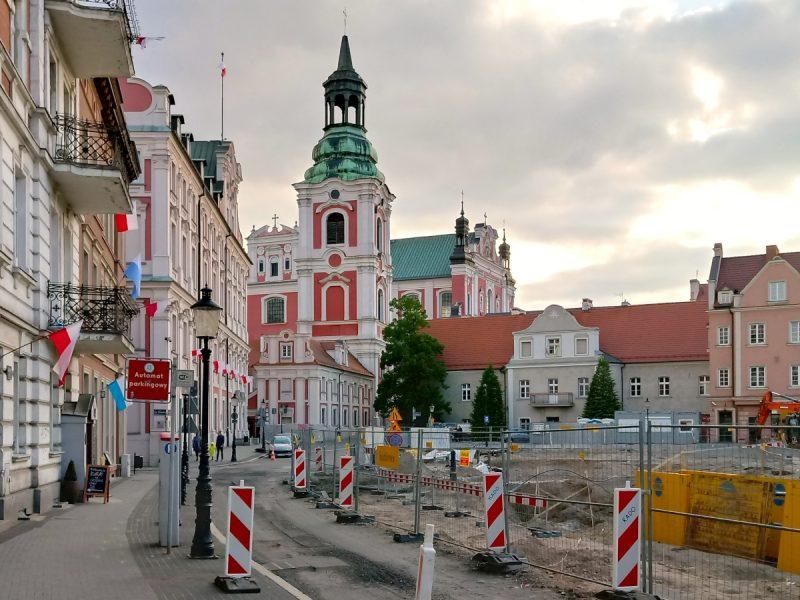 Poznań Plac Kolegiacki widok na zabytki inwestycja