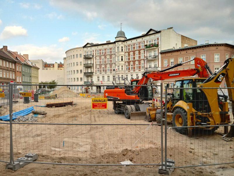 Sprzęt budowlany na Placu Kolegiackim - przebudowa w Poznaniu