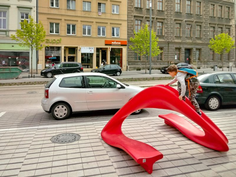 Zjeżdżalnia - meble miejskie, centrum Poznania