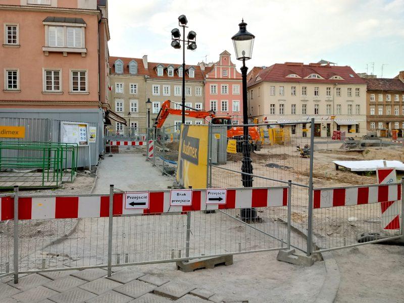 Brak przejścia na przebudowywanym Placu Kolegiackim - Poznań, Stare Miasto
