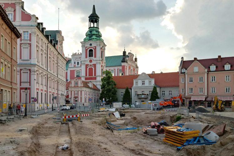Poznań Plac Kolegiacki widok na zabytki inwestycja czerwiec