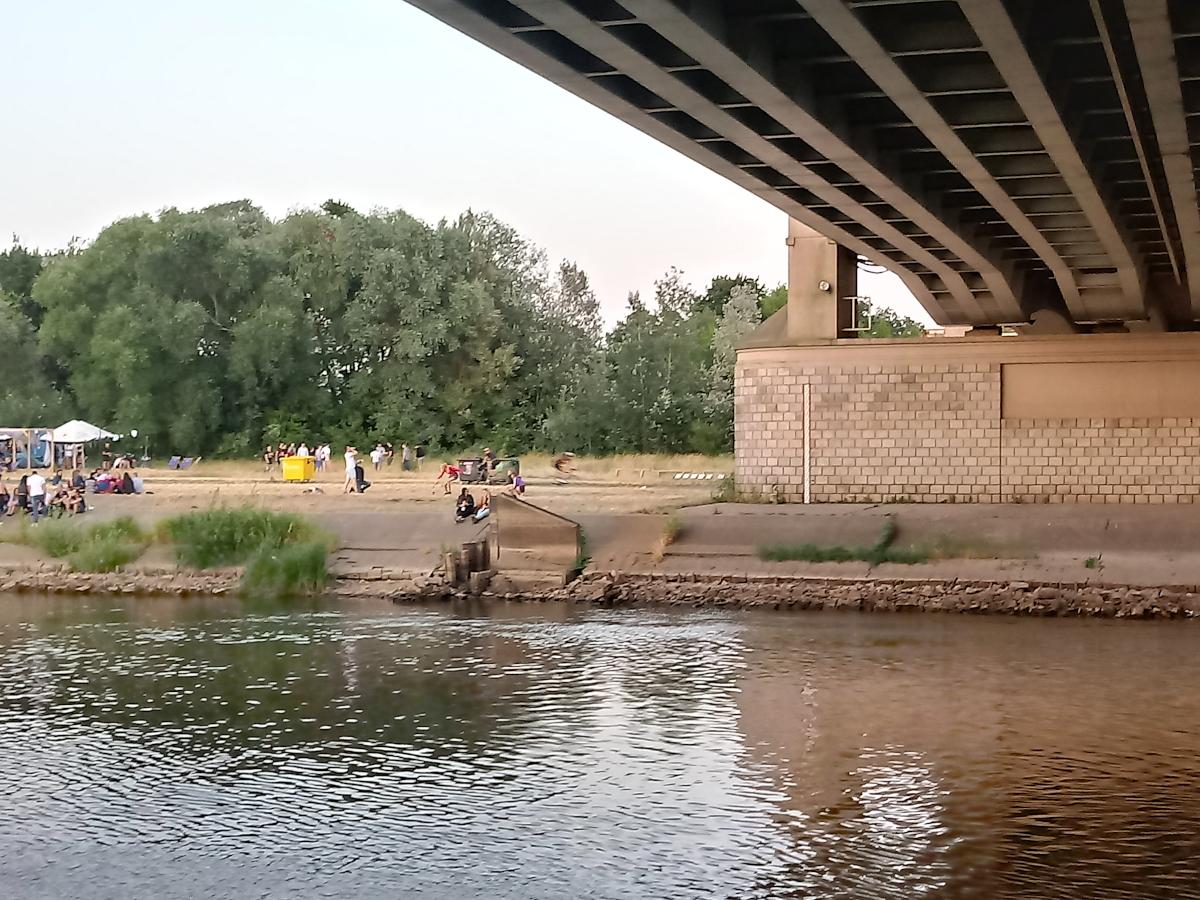 Warta w Poznaniu: niski poziom wody