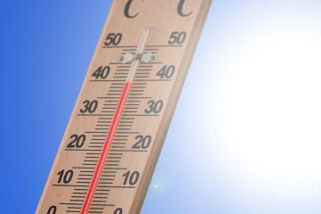Termometr wskazujcąy wysoką temperaturę - zmiany klimatu i globalne ocieplenie