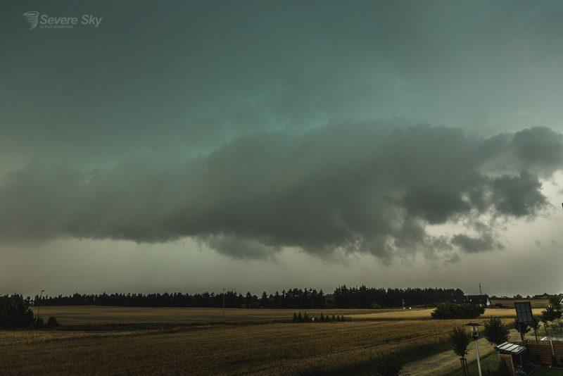 Zielone zabarwienie chmur - oznaka gradu i superkomórki burzowej