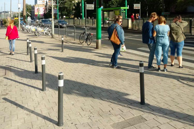 Słupki solarne Poznań ZDM parkowanie Łazarz