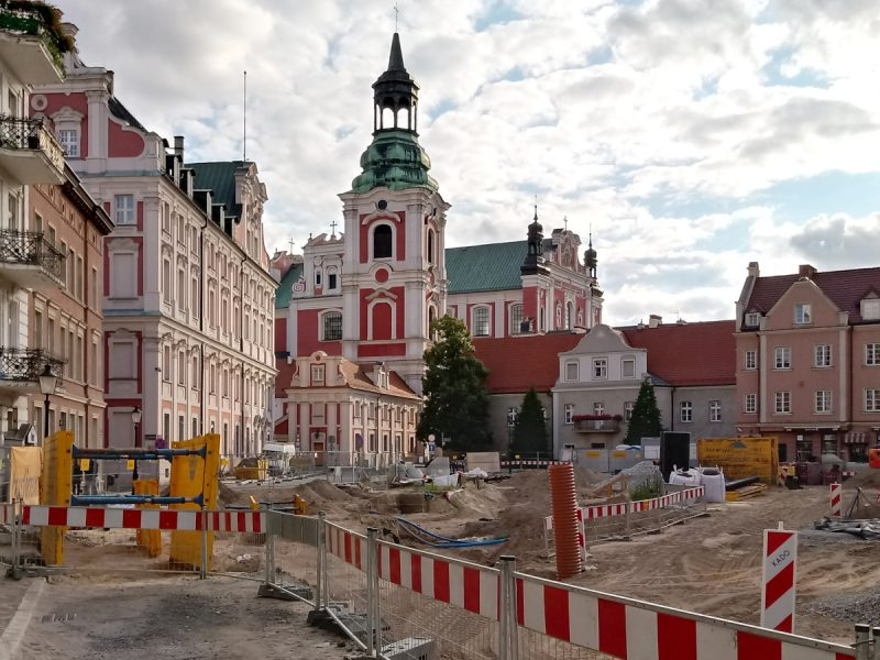 Poznań Plac Kolegiacki widok na zabytki inwestycja lipiec