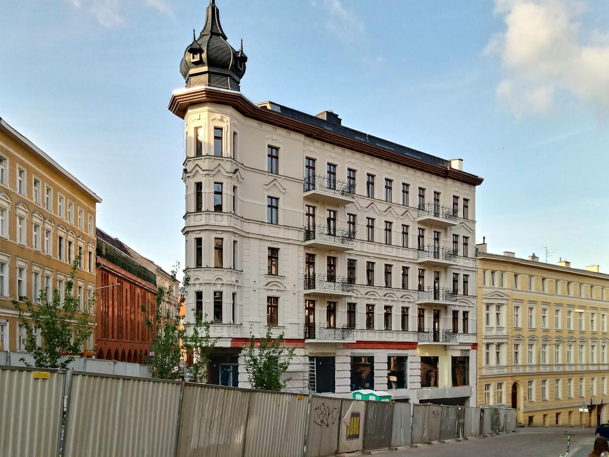 """""""Żelazko"""" - odtworzona kamienica w centrum Poznania, architektura"""