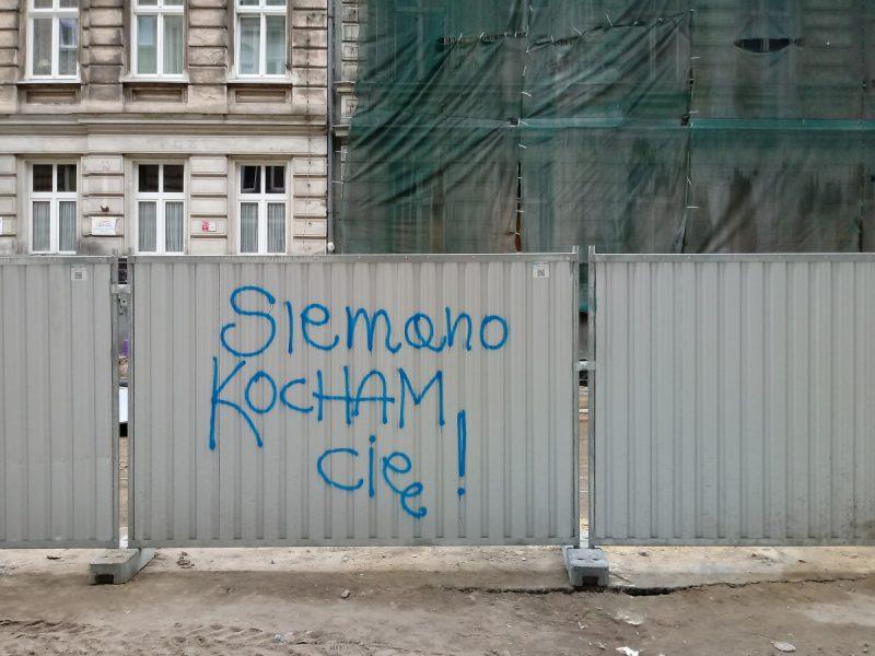 "Wandalizm ""Siemano kocham Cię"" na Taczaka"