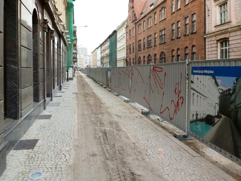 Taczaka - stary chodnik i płyty granitowe