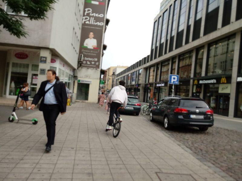 Półwiejska parkowanie Stare Miasto - blokowanie ruchu