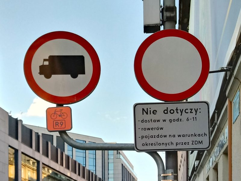 Ulica Półwiejska: zakaz ruchu, deptak, Poznań Stare Miasto