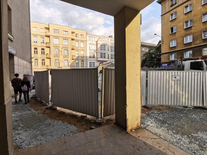 Przejście na remontowanej ulicy Taczaka - w podcieniach budynku, Poznań, inwestycje