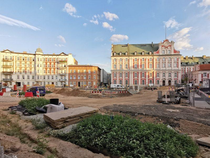 Trwa przebudowa Placu Kolegiackiego: widok z ulicy Koziej