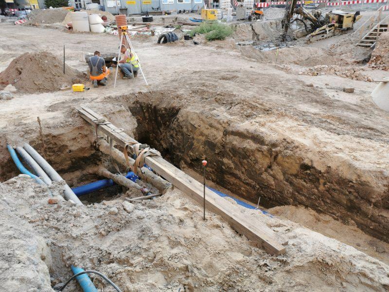Instalacje podziemne i roboty w rejonie fontanny na Placu Kolegiackim