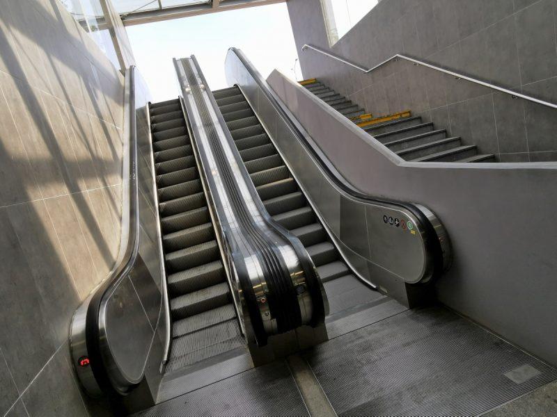 Poznańska codzienność: popsute schody ruchome na Rondzie Kaponiera