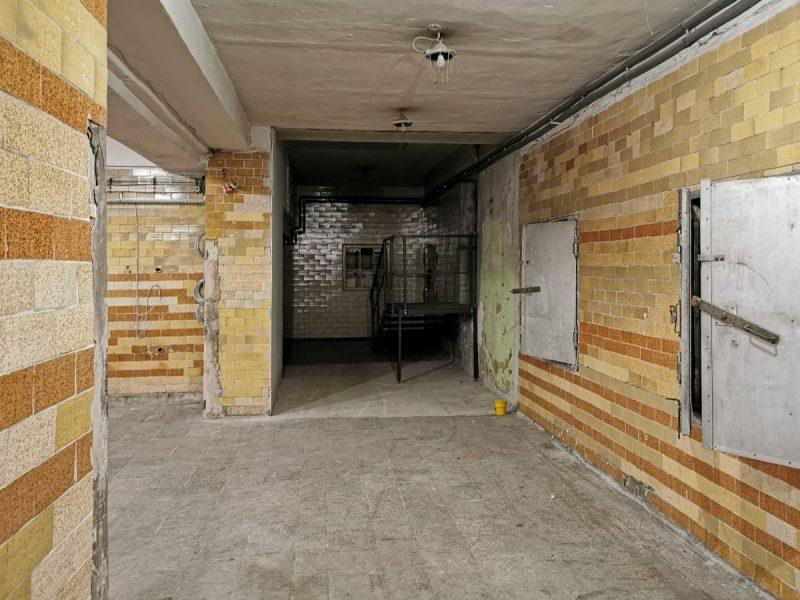 Wnętrze dobudówki do jednego z budynków urzędniczych od strony ulicy Garbary