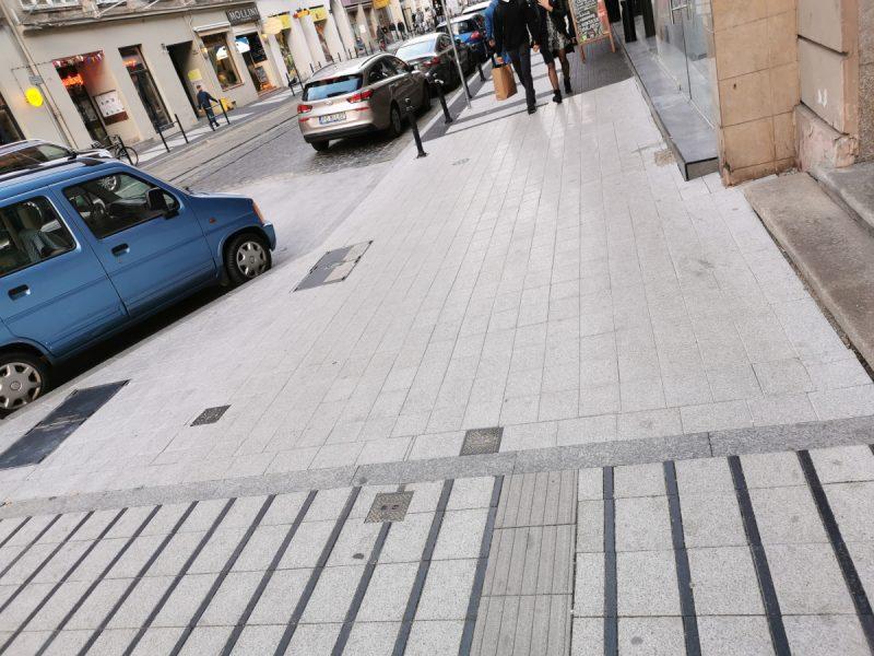 Testy kostki na ulicy Święty Marcin - kostka betonowa, granitowa