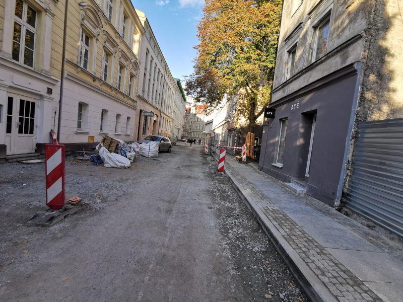 Remont, ulica Taczaka i Ratajczaka: Prawie całą jezdnię wyłożono kruszywem
