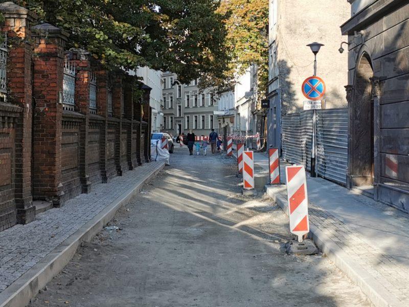 Na sporej części ulicy Garncarskiej ułożono już chodniki. PRace potrwają do marca 2020 roku