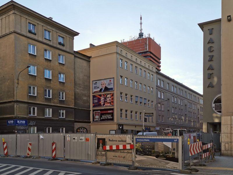 Widok na plac budowy od strony ulicy Ratajczaka. Taczaka i Garncarska, remonty w Poznaniu