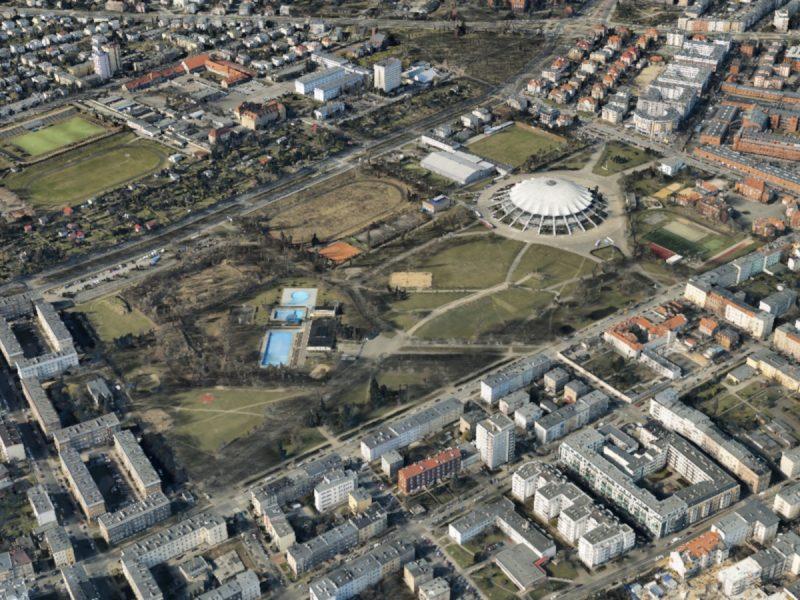 Park Kasprowicza dzisiaj. Aż trudno uwierzyć, że 100 lat temu rozplanowywano tutaj śródmieście pełne kamienic... Fot. Google Earth
