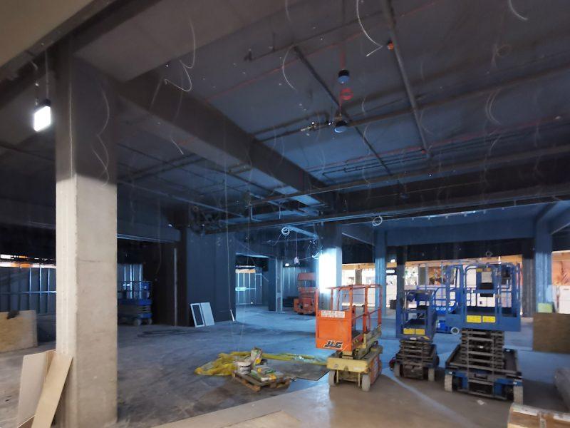Jak widać na zdjęciach, do wykonania pozostało jeszcze sporo prac wykończeniowych. Odnowa centrum handlowego Avenida, handel w Poznaniu