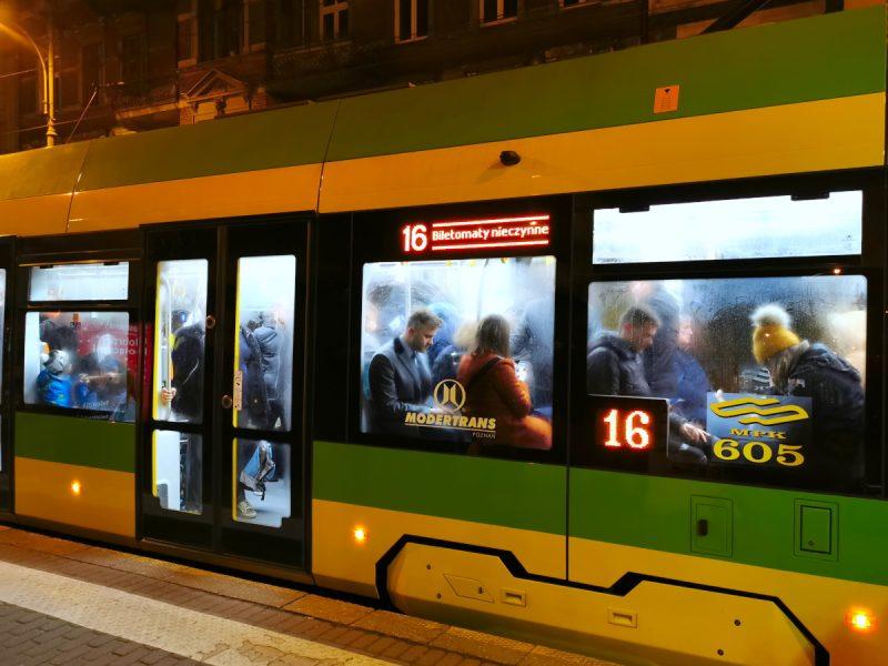 Zaparowane wnętrze Moderusa Gamma. Tramwaj od firmy Modertrans dla MPK Poznań