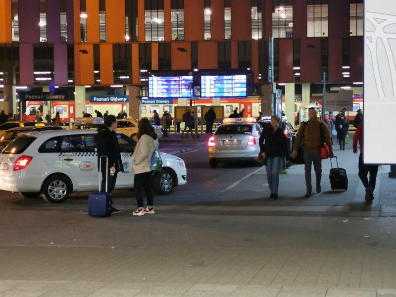 Kiss&Ride Poznań Główny: zastawianie przez taksówki