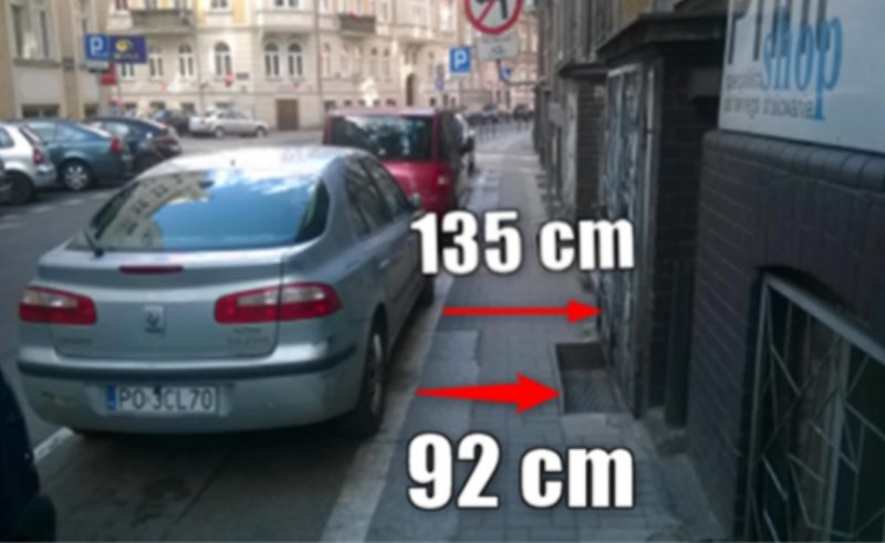 Zatoka postojowa z ulicy Łąkowej. Nielegalne parkowanie w Poznaniu