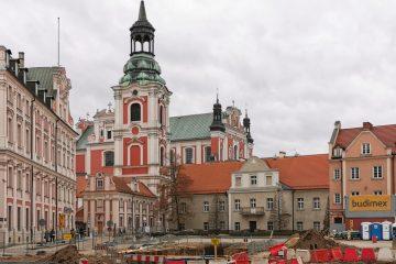 Poznań Plac Kolegiacki widok na zabytki inwestycja grudzień 2019