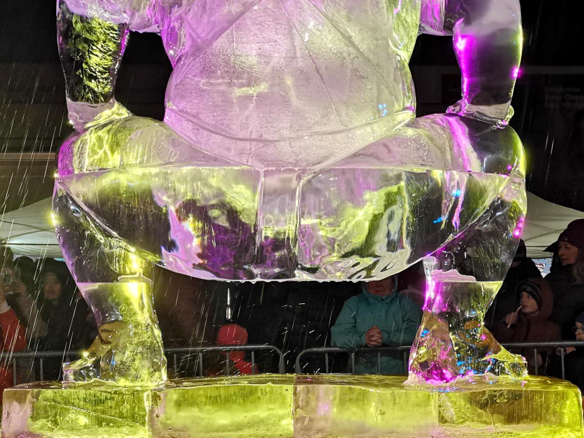 Pająk przed smokiem i sumitą. Zobacz rzeźby lodowe z Poznań Ice Festiwal 2019!