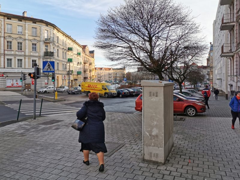 Patrzymy od strony ulicy Głogowskiej - zdjęcia sprzed odnowy Rynku Łazarskiego