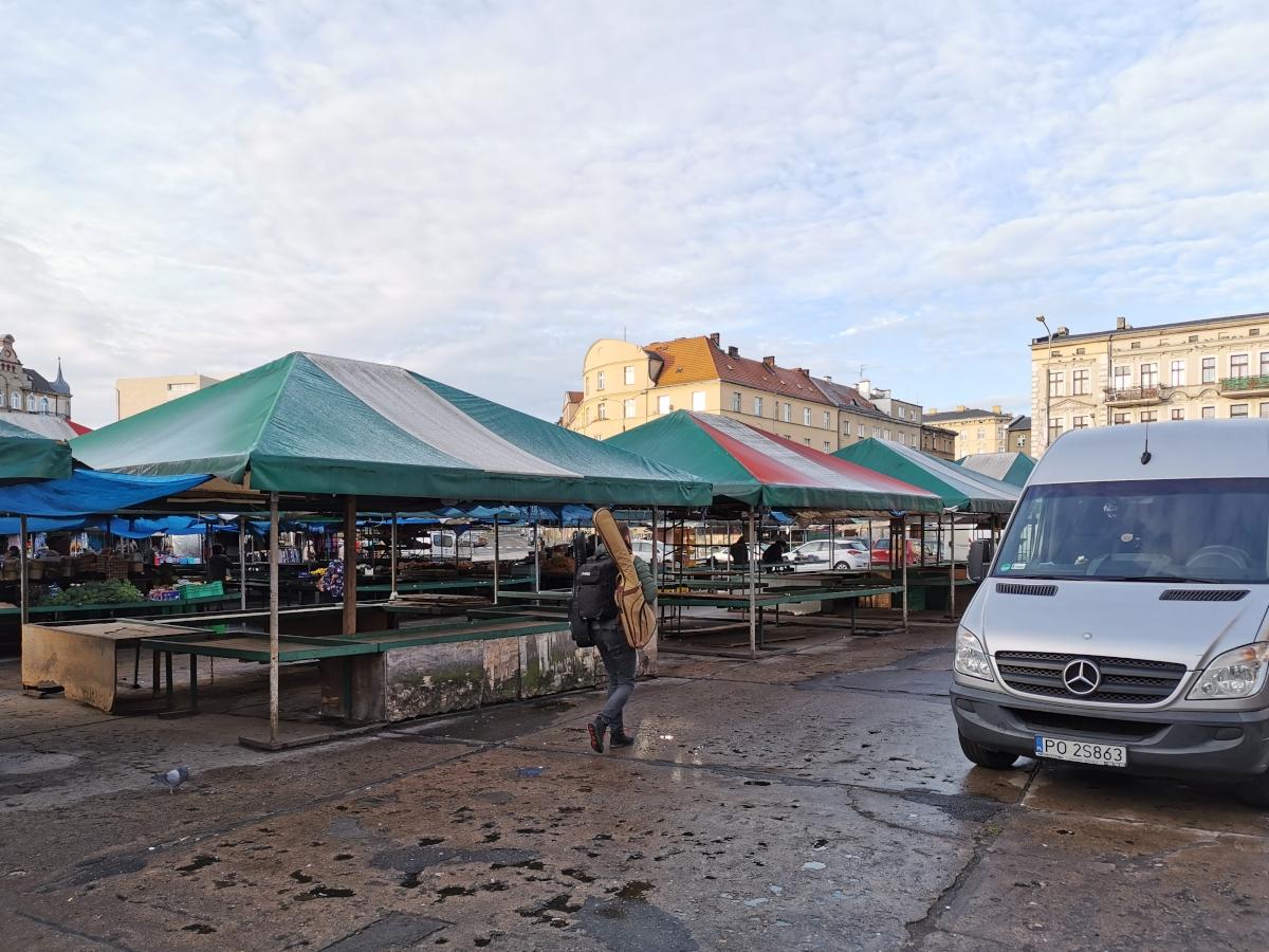 """""""Tu na razie jest ściernisko"""" – zdjęcia z Rynku Łazarskiego przed przebudową"""