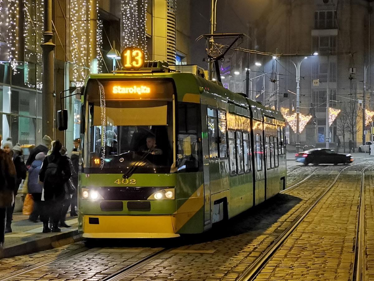 Tramwaj Tatra MPK Poznań. Ulica Podgórna, przystanek Wrocławska. Święta - Stare Miasto i Betlejem Poznańskie